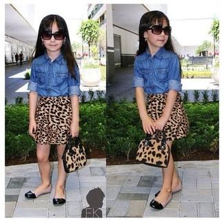 How to wear: blue denim long sleeve shirt, brown leopard skirt, black ballet flats