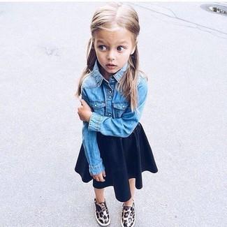 How to wear: blue denim long sleeve shirt, navy skirt, brown leopard sneakers