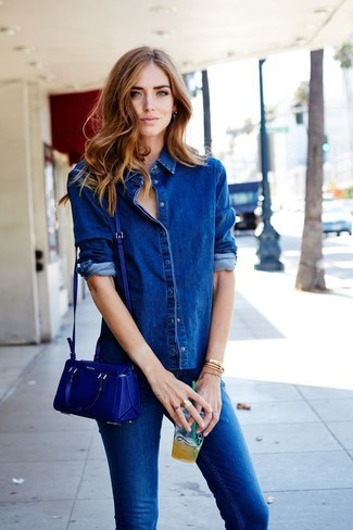 How to wear: blue denim shirt, blue skinny jeans, blue leather crossbody bag