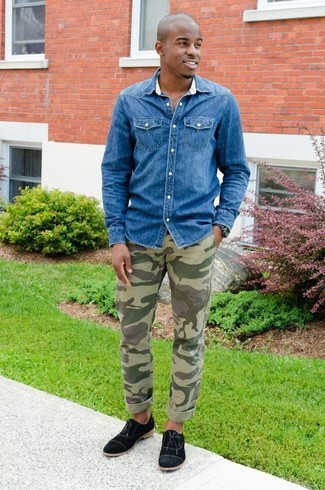 How to wear: blue denim shirt, olive camouflage chinos, black canvas oxford shoes