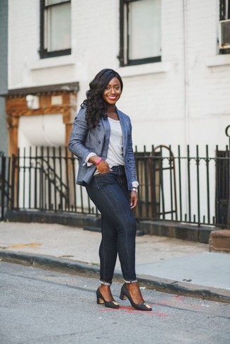This combo of a blue denim double breasted blazer and navy skinny jeans is very easy to do and so comfortable to sport as well! Gucci Removable Bow Pumps will instantly spruce up even the laziest of looks. Loving how great this one is for transitional weather.