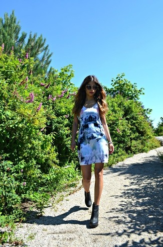 How to wear: blue floral casual dress, black chunky leather ankle boots, beige sunglasses