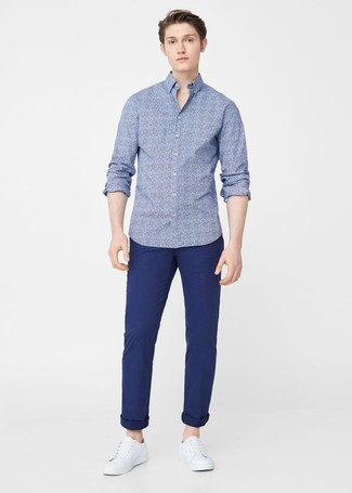 Blue Floral Long Sleeve Shirt Outfits For Men: Exhibit your chops in menswear styling by opting for this off-duty combo of a blue floral long sleeve shirt and navy chinos. A pair of white leather low top sneakers acts as the glue that will bring your outfit together.