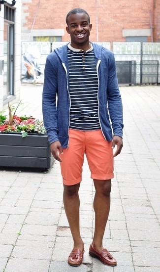 A blue hoodie and orange shorts are absolute must-haves if you're putting together a casual wardrobe that matches up to the highest style standards. Brown leather tassel loafers will add elegance to an otherwise simple look. You can bet this outfit is great when hot weather hits.