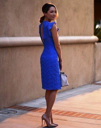 How to wear: blue lace bodycon dress, tan leather pumps, grey leather clutch