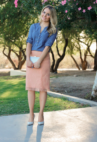 A blue chambray long sleeve blouse looks especially elegant when paired with a pale pink pencil skirt. Light blue leather pumps look amazing here. When spring is in the air, you'll love this look as your favorite for unpredictable spring weather.