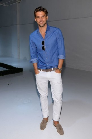 This combination of a blue button-down shirt and white jeans is perfect for off-duty occasions. Grey suede loafers will add elegance to an otherwise simple look.