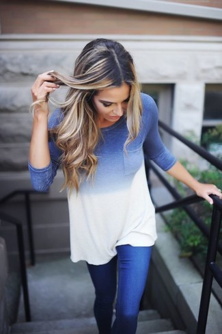 How to wear: blue ombre long sleeve t-shirt, blue jeans