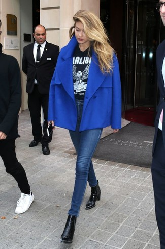 How to wear: blue pea coat, black and white print crew-neck t-shirt, navy skinny jeans, black leather ankle boots