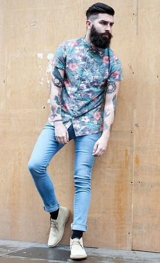 How to wear: blue floral short sleeve shirt, light blue skinny jeans, beige suede desert boots, black socks