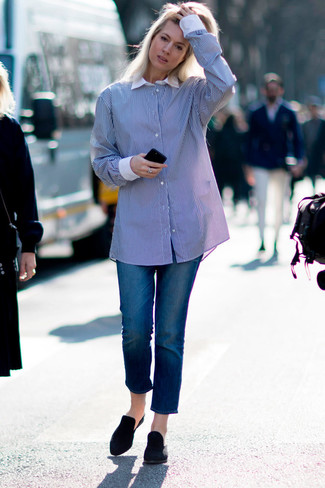How to wear: blue vertical striped dress shirt, blue jeans, black suede mules