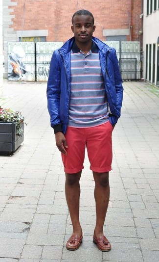 How to Wear a Navy and White Horizontal Striped Polo For Men: A navy and white horizontal striped polo and hot pink shorts work together beautifully. Polish up this ensemble with the help of a pair of brown leather tassel loafers.