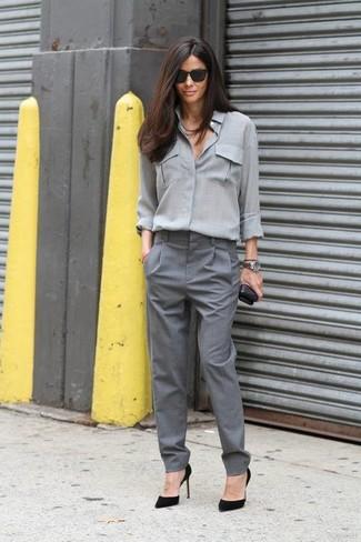 a672bbb623 Moda para Mujeres › Moda para mujeres de 30 años Look de moda  Blusa de  botones gris