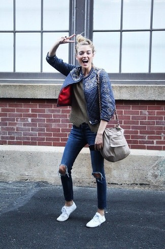How to wear: navy quilted bomber jacket, olive crew-neck sweater, blue ripped skinny jeans, white low top sneakers