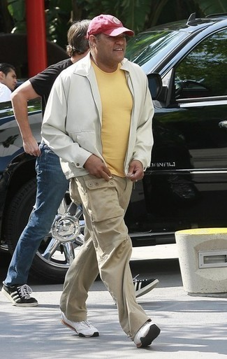 How to wear: white bomber jacket, yellow crew-neck t-shirt, beige cargo pants, white athletic shoes