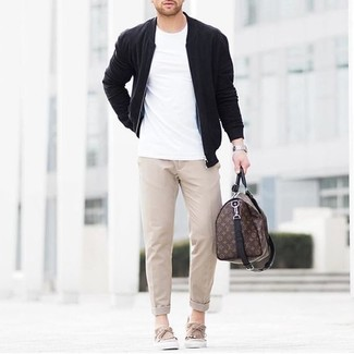 How to Wear a Brown Leather Holdall In Spring Casually For Men: A black bomber jacket and a brown leather holdall are an easy way to inject subtle dapperness into your current fashion mix. Rounding off with beige suede boat shoes is a fail-safe way to add a little depth to this look. If you're hunting for a kick-ass outfit that transitions easily into spring, this one is great.