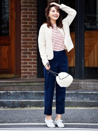 White and Red Horizontal Striped Crew-neck T-shirt Outfits For Women: Try teaming a white and red horizontal striped crew-neck t-shirt with navy chinos to be both stylish and casual. The whole getup comes together brilliantly when you introduce white canvas low top sneakers to this ensemble.