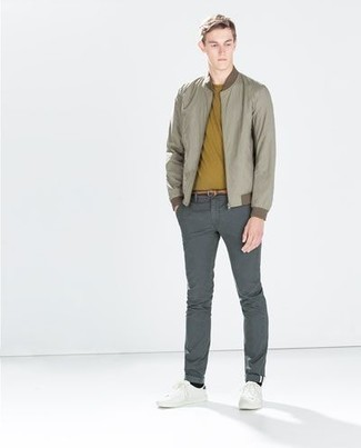 How to Wear a Mustard Crew-neck T-shirt For Men: Why not go for a mustard crew-neck t-shirt and grey chinos? As well as totally practical, these pieces look amazing when paired together. White canvas low top sneakers are the ideal companion to your getup.