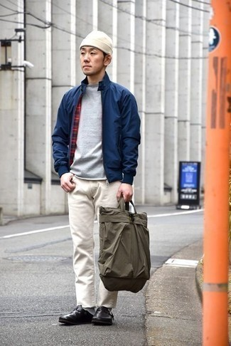 How to Wear an Olive Canvas Tote Bag For Men: A navy bomber jacket and an olive canvas tote bag are a savvy combo worth having in your casual arsenal. A pair of black leather loafers will add a more elegant twist to an otherwise mostly dressed-down look.
