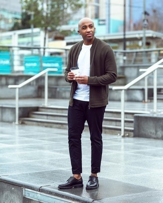 Men's Outfits 2020: An olive knit bomber jacket and black jeans are the kind of a never-failing casual ensemble that you need when you have no time. Black leather derby shoes will breathe an extra touch of style into an otherwise utilitarian look.