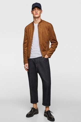 Black Jeans with Brown Jacket Outfits For Men In Their 20s: Uber dapper and practical, this casual pairing of a brown jacket and black jeans provides with wonderful styling possibilities. Rounding off with a pair of black chunky leather derby shoes is a fail-safe way to add a bit of classiness to your outfit. As you're going through your late 20s, you probably want to start dressing like a grown-up. If that's the case, inspo like this is very useful.