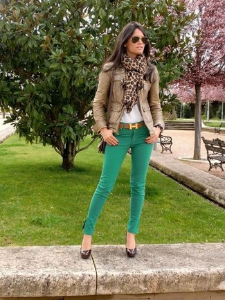 How to wear: brown leather bomber jacket, white crew-neck t-shirt, green skinny jeans, dark brown leather pumps