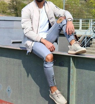 How to wear: beige bomber jacket, white crew-neck t-shirt, light blue ripped skinny jeans, beige athletic shoes