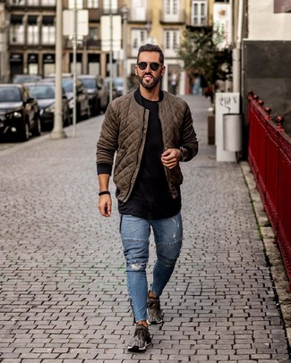 How to wear: olive quilted bomber jacket, black crew-neck t-shirt, blue ripped skinny jeans, charcoal athletic shoes