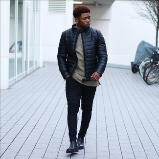 How to Wear a Grey Crew-neck T-shirt For Men: The formula for off-duty menswear style? A grey crew-neck t-shirt with black skinny jeans. To introduce a little depth to this look, complete this getup with a pair of black leather chelsea boots.