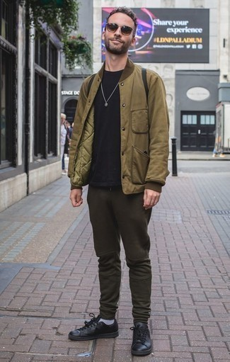 How to Wear Black Leather Low Top Sneakers For Men: Dress in an olive bomber jacket and dark green sweatpants to achieve an interesting and current off-duty outfit. Rock a pair of black leather low top sneakers and the whole ensemble will come together.