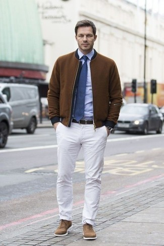 White Chinos Outfits: A brown bomber jacket and white chinos are absolute menswear staples if you're picking out a casual closet that matches up to the highest fashion standards. For something more on the smart end to complete this outfit, complement your outfit with a pair of brown suede oxford shoes.