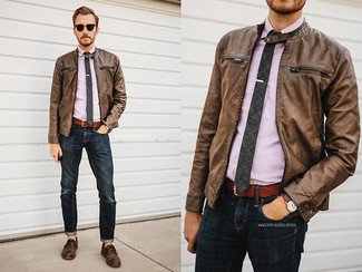 The versatility of a brown leather bomber jacket and navy jeans makes them investment-worthy pieces. Add brown leather derby shoes to your look for an instant style upgrade.