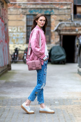 How to wear: pink bomber jacket, white dress shirt, blue patchwork jeans, white leather low top sneakers