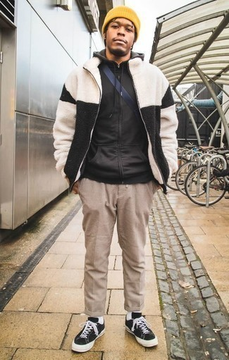 How to Wear a Black Hoodie For Men: Why not dress in a black hoodie and khaki check chinos? Both pieces are very functional and look amazing when matched together. Add a pair of black and white canvas low top sneakers to the equation and you're all set looking amazing.