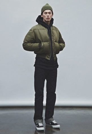 How To Wear an Olive Bomber Jacket With Black Jeans For Men: Pair an olive bomber jacket with black jeans if you want to look casually dapper without much work. Let your sartorial savvy truly shine by completing this look with a pair of black and white canvas low top sneakers.