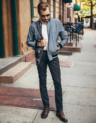 How to Wear a Navy Bomber Jacket For Men: A navy bomber jacket and charcoal wool chinos teamed together are a sartorial dream for those dressers who love casual styles. And if you need to easily class up this look with shoes, why not introduce a pair of brown leather brogues to the mix?