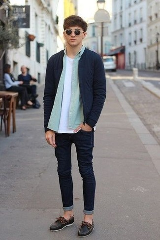 A navy bomber jacket and navy skinny jeans are great staples that will integrate perfectly within your current looks. Play down the casualness of your outfit with Timberland men's Classic Boat Shoe. You can bet this getup is great come colder days.