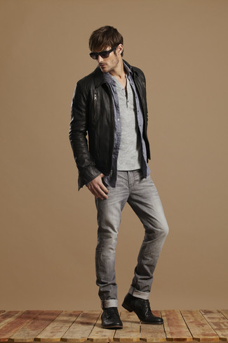 A charcoal henley shirt and grey slim jeans is a savvy combination to add to your styling repertoire. Dress up your getup with black leather boots.