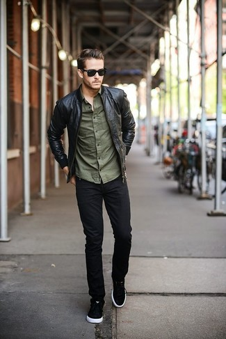 No matter where you find yourself over the course of the day, you'll be stylishly ready in this laid-back pairing of a black leather bomber jacket and black jeans. The whole outfit comes together if you add a pair of black and white low top sneakers to the equation.