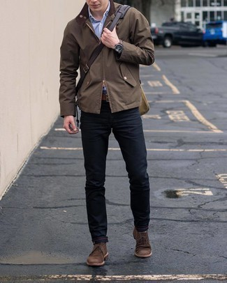 Black Jeans with Brown Jacket Outfits For Men In Their 20s: If you wish take your casual fashion game to a new level, rock a brown jacket with black jeans. Add a pair of dark brown suede desert boots to the mix et voila, your outfit is complete. As you're going through your late 20s, you want to start dressing maturely. That's when ensembles like this are a never-failing option.