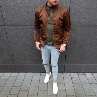 How to Wear a Brown Bomber Jacket For Men: A brown bomber jacket and light blue ripped skinny jeans married together are a perfect match. A pair of white low top sneakers will put a different spin on this ensemble.