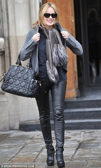 Black Long Sleeve T-shirt Outfits For Women After 50: If you're on the lookout for a casual but also stylish outfit, consider pairing a black long sleeve t-shirt with black leather skinny pants. On the shoe front, this outfit pairs really well with black leather ankle boots.