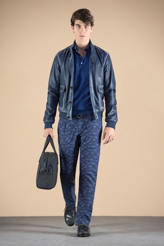 How to wear: navy leather bomber jacket, blue polo, navy camouflage chinos, charcoal leather driving shoes