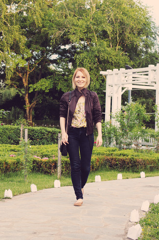 How to wear: brown leather bomber jacket, yellow floral short sleeve blouse, navy skinny jeans, brown leather ballerina shoes