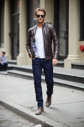 How to wear: dark brown leather bomber jacket, white v-neck t-shirt, navy skinny jeans, dark brown leather casual boots
