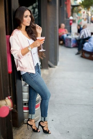 How to wear: pink satin bomber jacket, white print v-neck t-shirt, blue skinny jeans, black suede heeled sandals