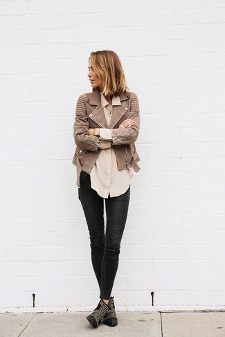 Master the effortlessly chic look in a brown leather motorcycle jacket and black leather skinny jeans. Black studded leather booties will add a touch of polish to an otherwise low-key look. You can bet this outfit is great when colder days are here.