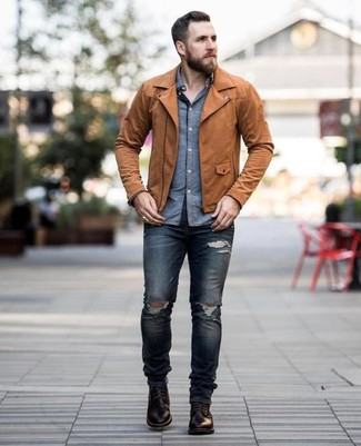 How to wear: brown leather biker jacket, blue chambray long sleeve shirt, navy ripped skinny jeans, dark brown leather casual boots