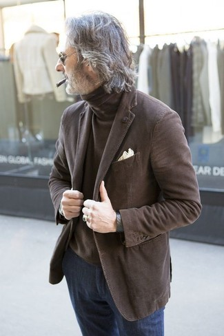 How to wear: brown blazer, brown turtleneck, navy jeans, beige pocket square