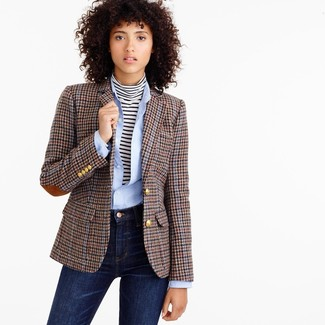 Brown Blazer with Navy Skinny Jeans Outfits: Marry a brown blazer with navy skinny jeans for a laid-back and fashionable outfit.